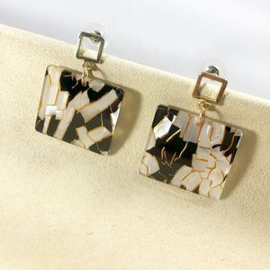 Jewelry - ✨Trendy Resin Earrings✨